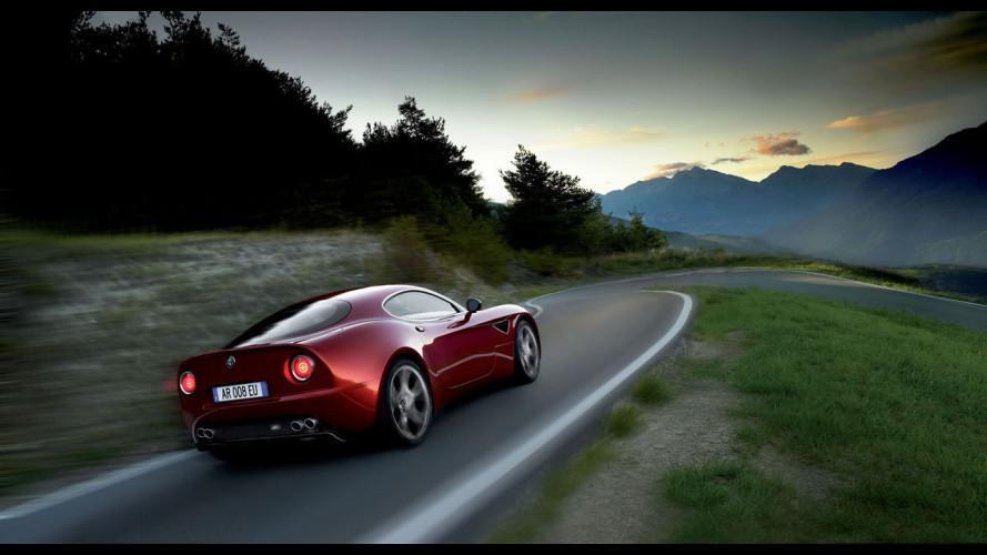 L'Alfa Romeo 8C Competizione su strada...
