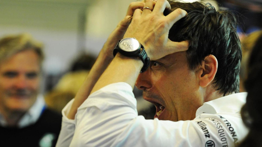 Toto Wolff injures knee in training fall