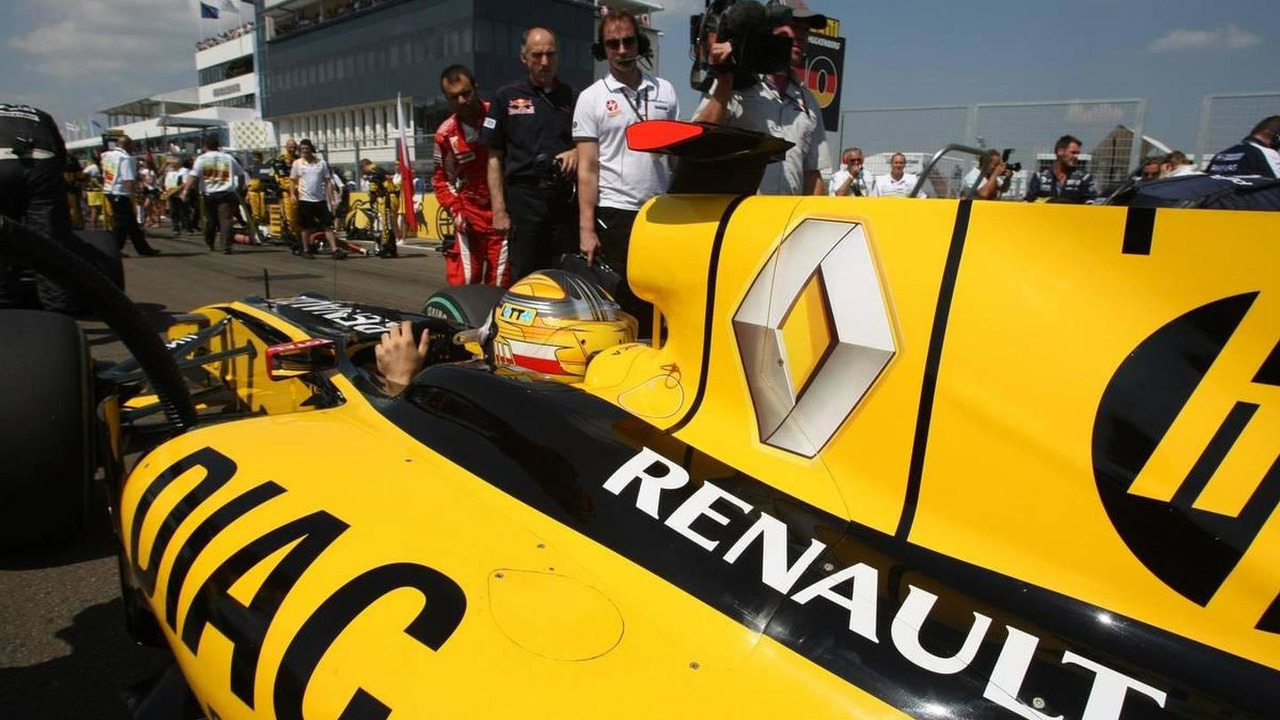 Robert Kubica (POL), Renault F1 Team - Formula 1 World Championship, Rd 12, Hungarian Grand Prix, Sunday Pre-Race Grid, 01.08.2010 Budapest, Hungary