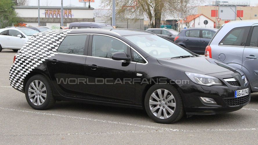 2011 Opel Astra Sports Tourer Spy Photos