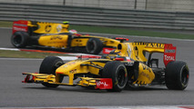 Robert Kubica (POL), Renault F1 Team leads Vitaly Petrov (RUS), Chinese Grand Prix, 18.04.2010 Shanghai, China