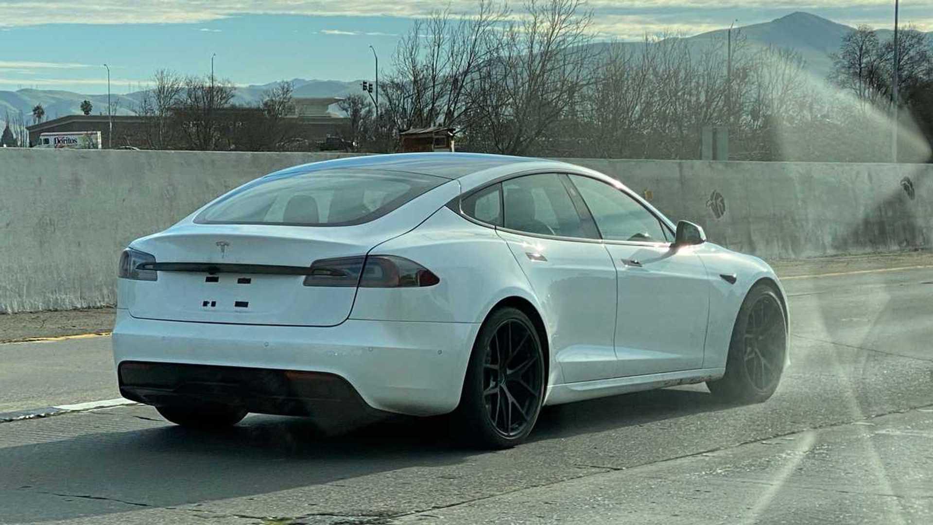 Tesla Model S Plaid scoop