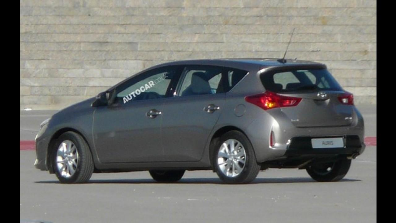 Visual do Novo Corolla? Toyota Auris 2013 é flagrado sem camuflagem