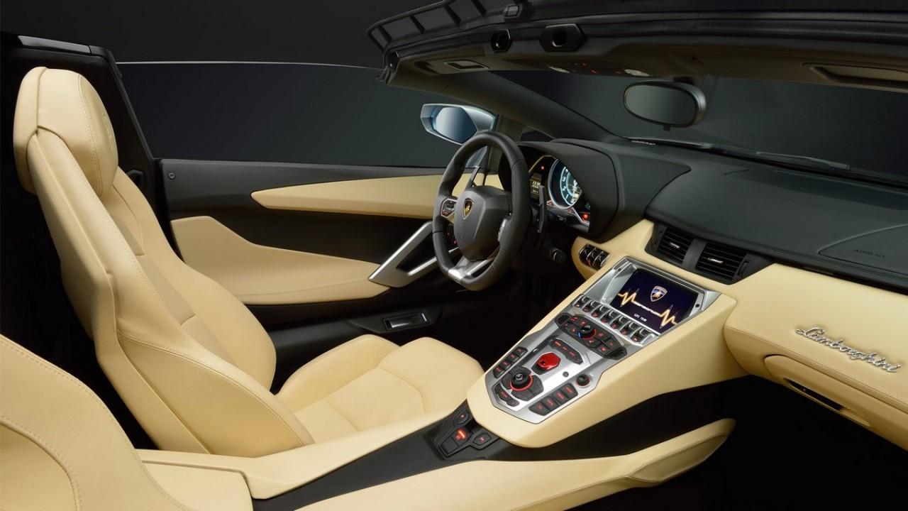 Lamborghini revela oficialmente o Aventador LP700-4 Roadster - Veja a galeria de fotos