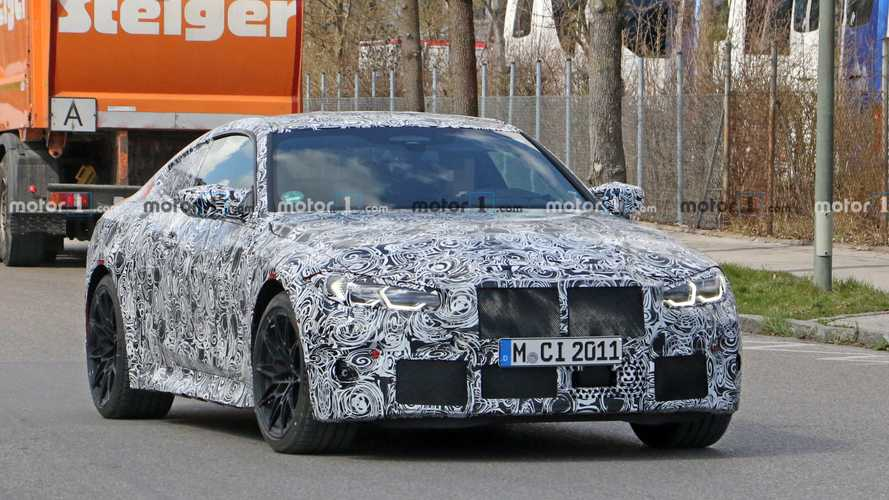 2021 BMW M4 Coupe spied with its manual trans showing