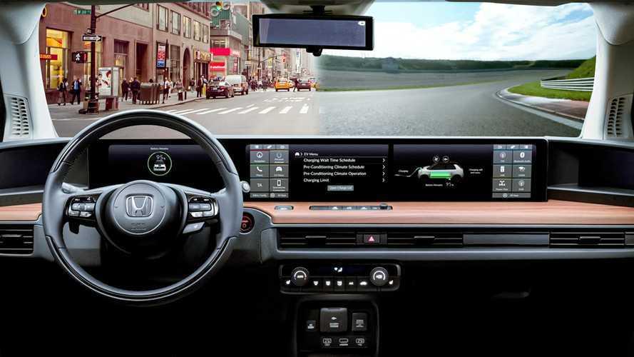 Honda e, InsideEVs.it prova l'elettrica con 6 schermi