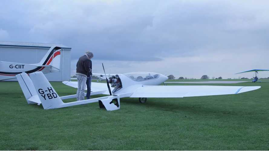 World's First In-Flight-Recharging Hybrid Electric Plane Takes To The Skies - Video