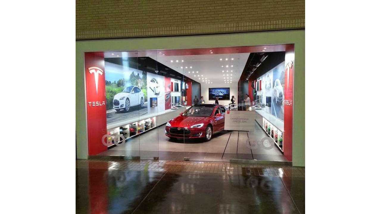 Tesla Store (This One Is In Texas Where Tesla CAN'T Sell Its EVs)