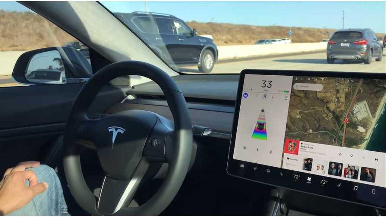 Tesla Model 3 On Autopilot In Heavy Stop-Go Traffic - Video