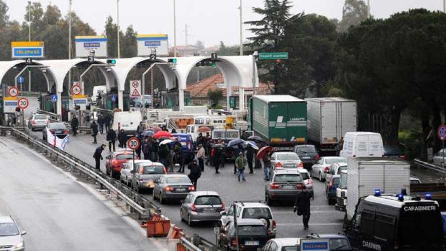 """Movimento dei Forconi: """"Non è il momento di andare a Roma"""" - I BLOCCHI STRADALI IN CORSO"""