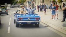 La Mustang et les mariés