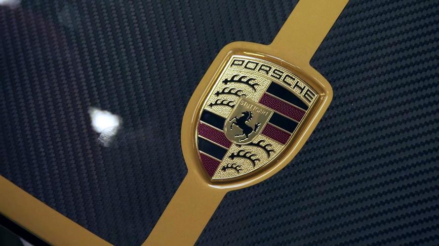 Porsche 911 Turbo S Exclusive Series'in boyanması bile ilginç