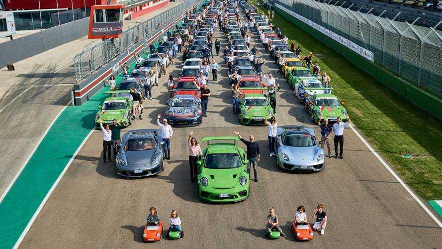 Invasione di Porsche nella Terra dei Motori!