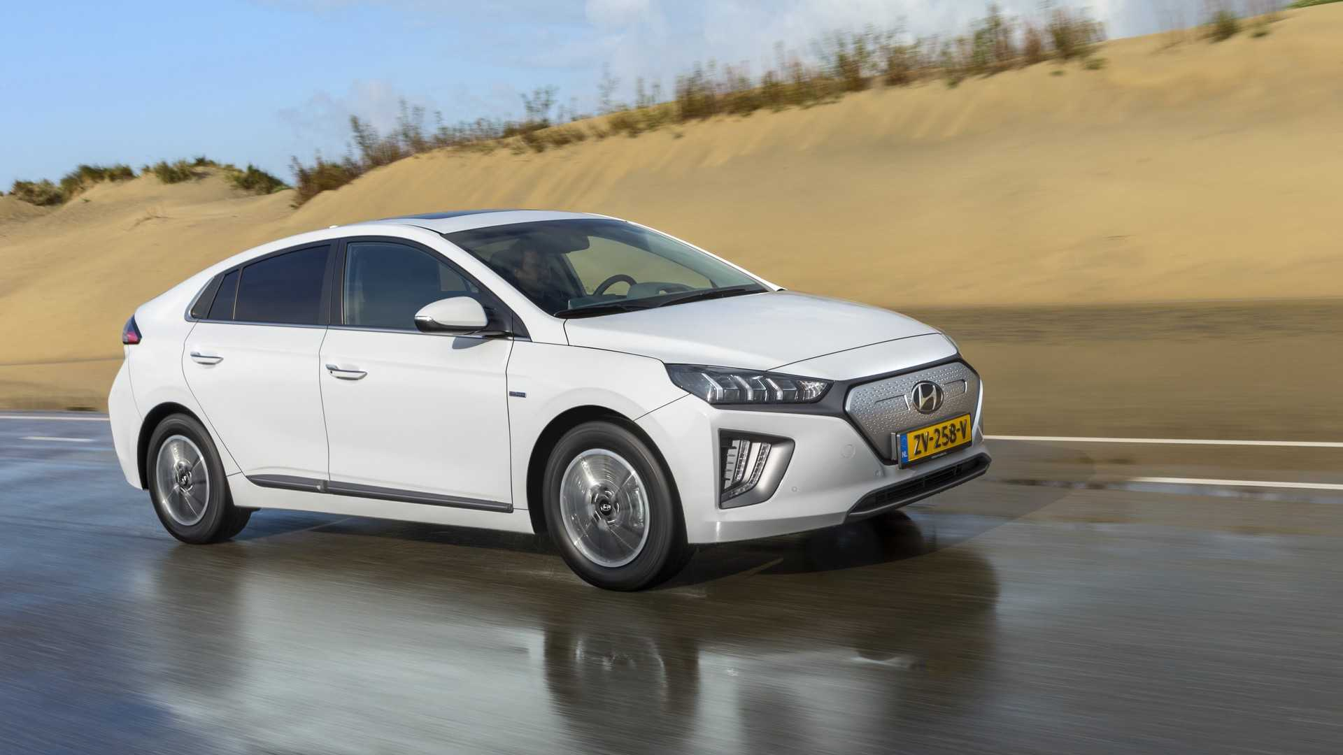 Mid-Cycle Facelift For Hyundai Ioniq Electric Appears In