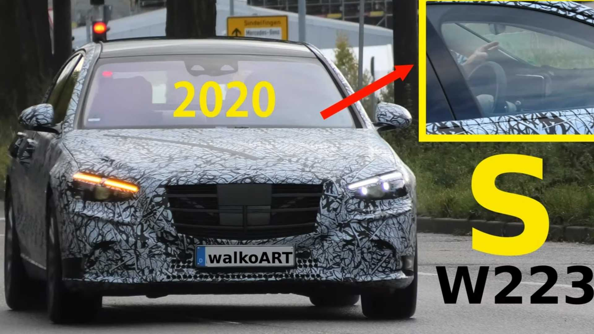 See 2021 Mercedes S-Class driver act fast to cover the dashboard
