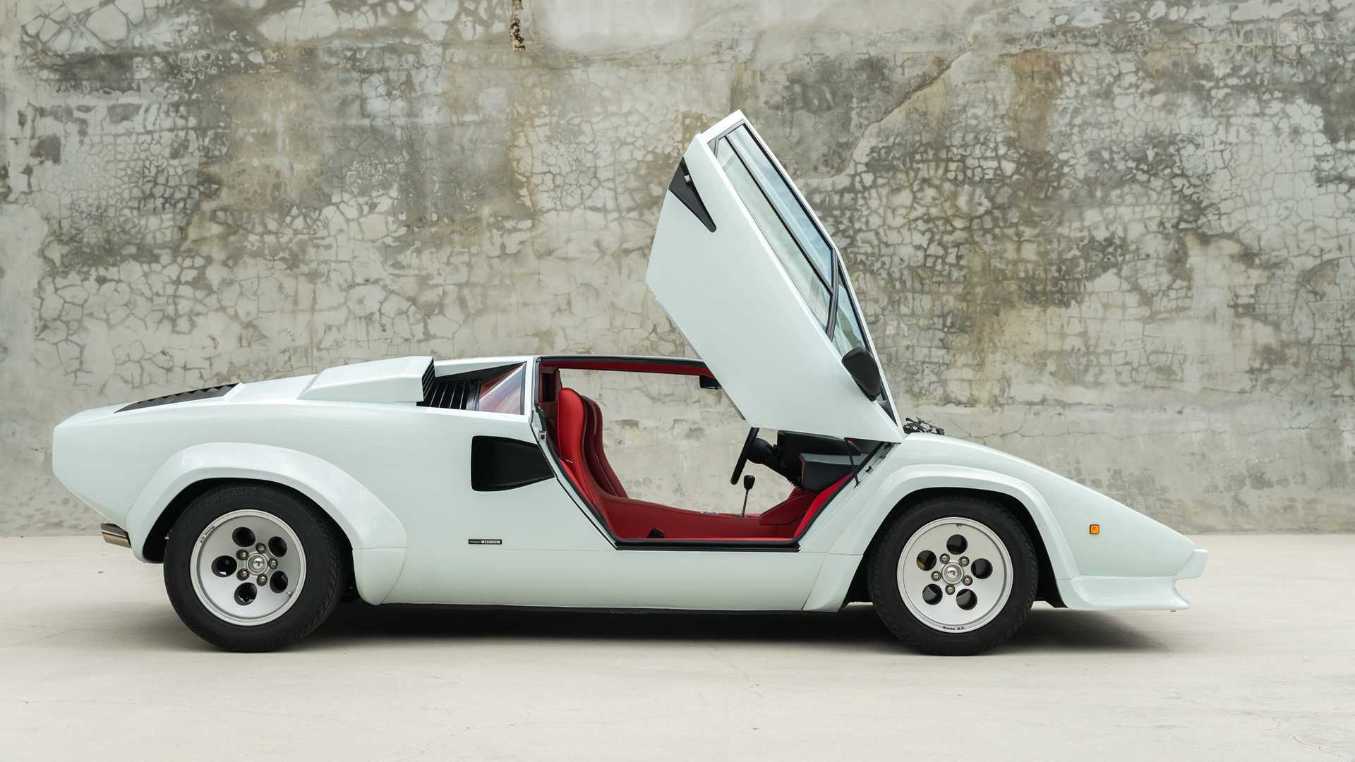 "[""Super Rare 1985 Lamborghini Countach Downdraft Goes Up For Auction January 2020""]"