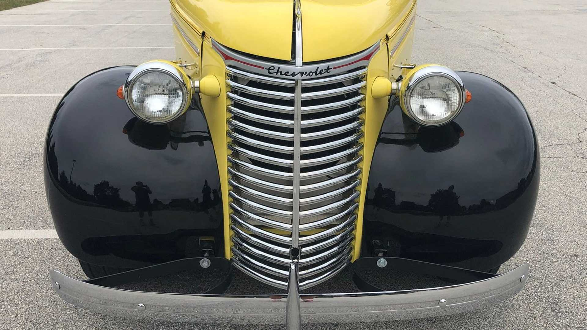 "[""Go Bananas For This Freshly Restored 1939 Chevrolet Truck""]"