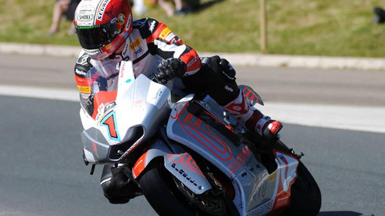 MotoCzysz breaks 100mph TT barrier