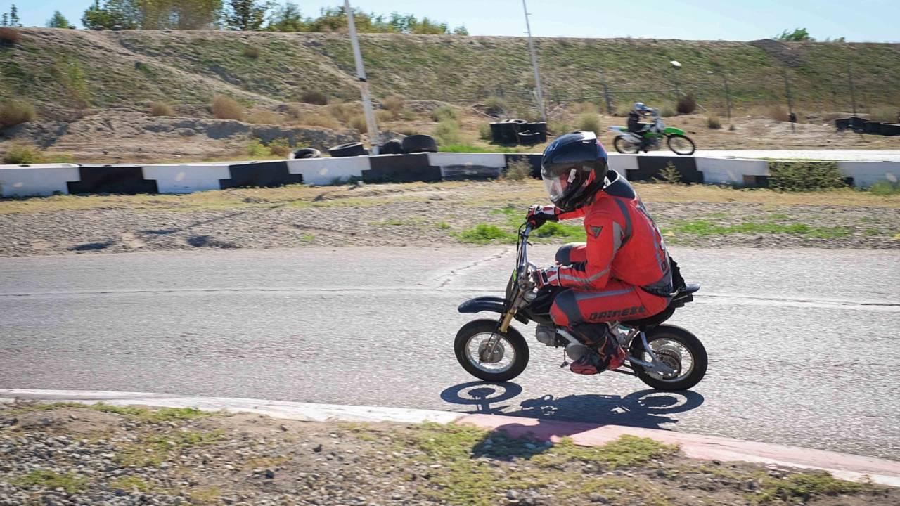 Big Man, Small Bike - LiveMotoFoto Does UMRA Mini-Moto