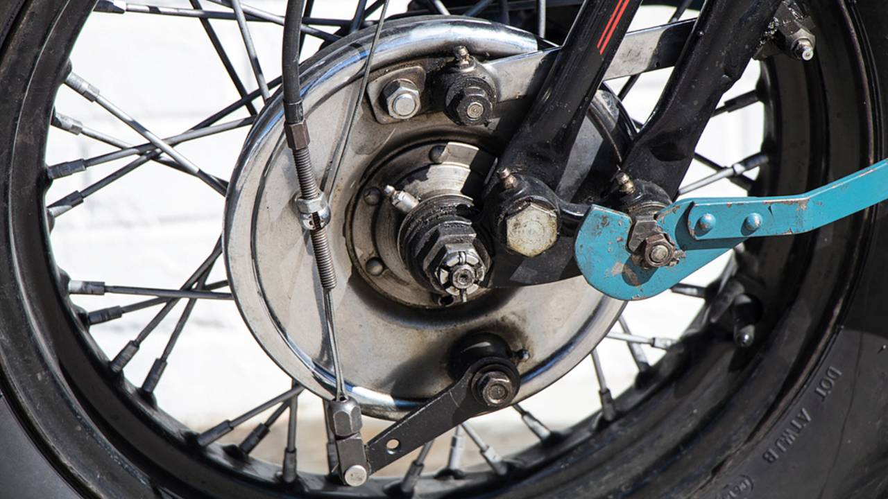 <strong>The chrome front brake drum looks great, but has nowhere near the stopping power of modern disc brakes.</strong>