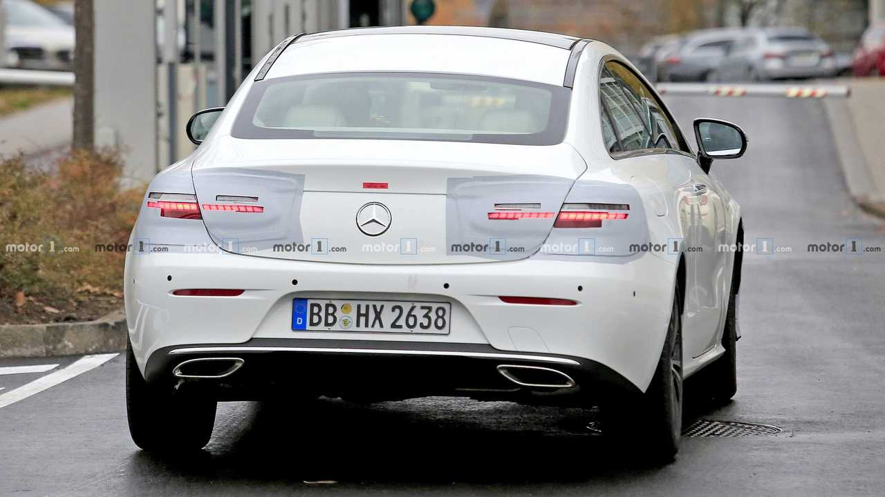 mercedes e class coupe spied with new headlights taillights. Black Bedroom Furniture Sets. Home Design Ideas
