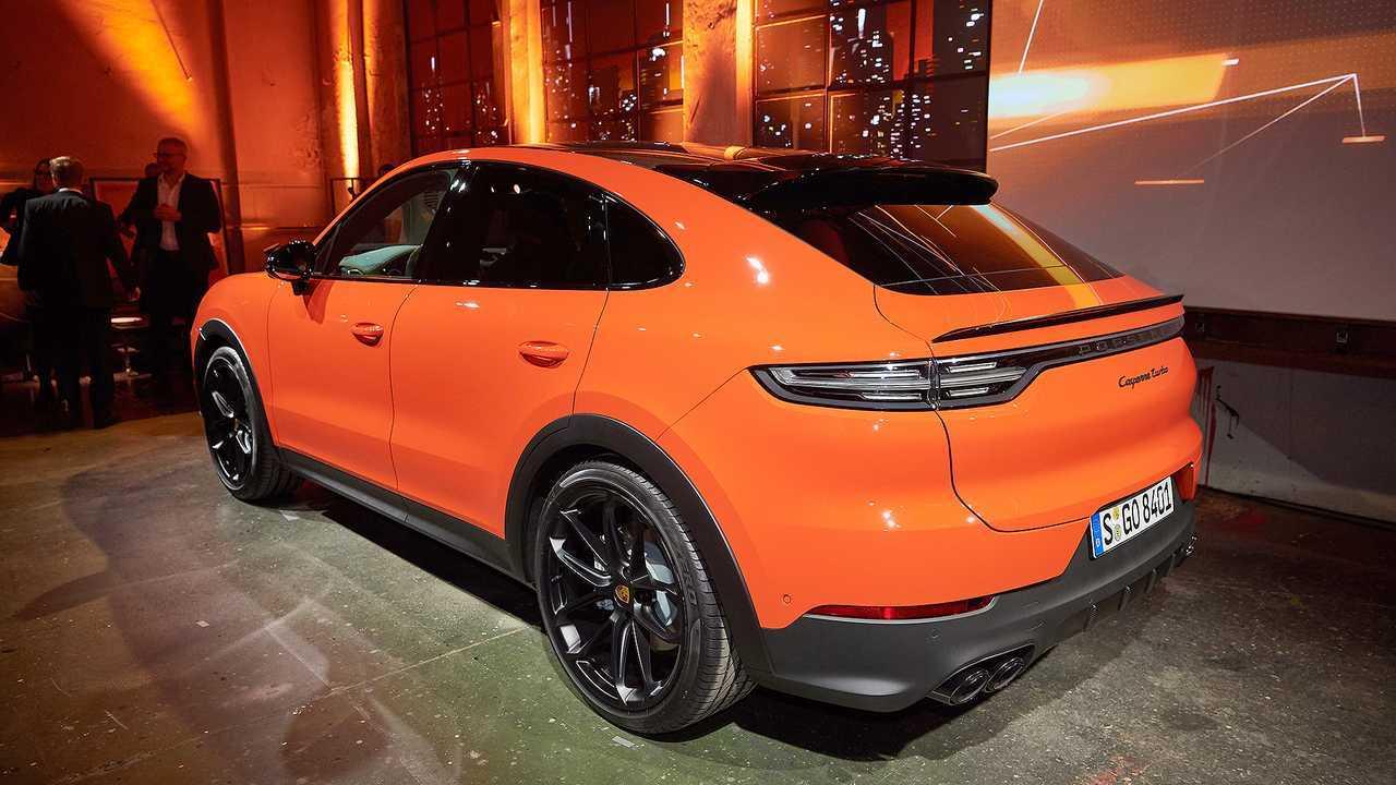 Das Heck des Porsche Cayenne Coupé ist breiter