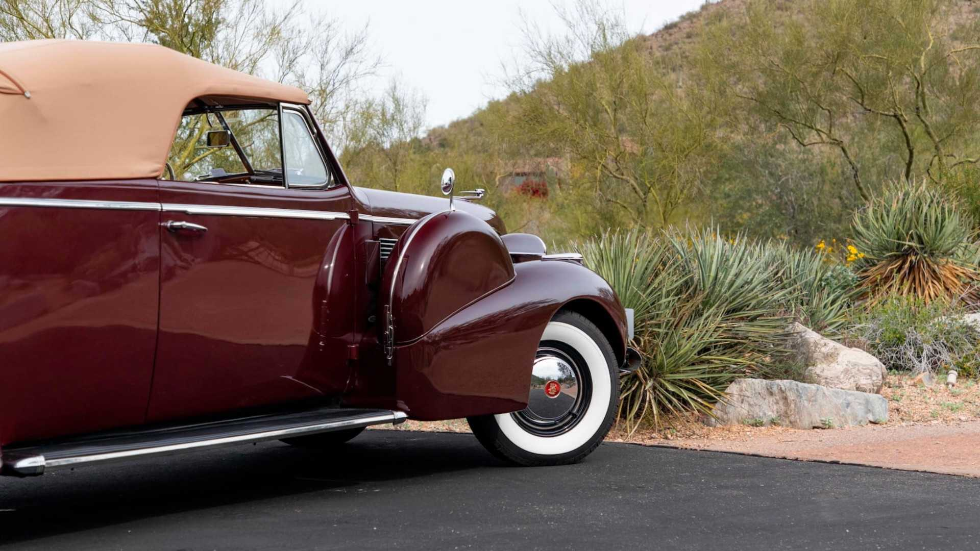 "[""Cadillac Series 75 Convertible Coupe Mecum Auctions""]"
