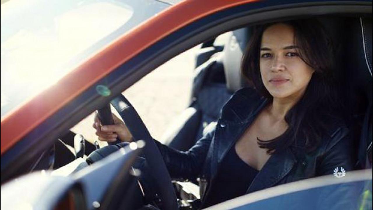 [Copertina] - Jaguar F-Type SVR scatenata con Michelle Rodriguez [VIDEO]