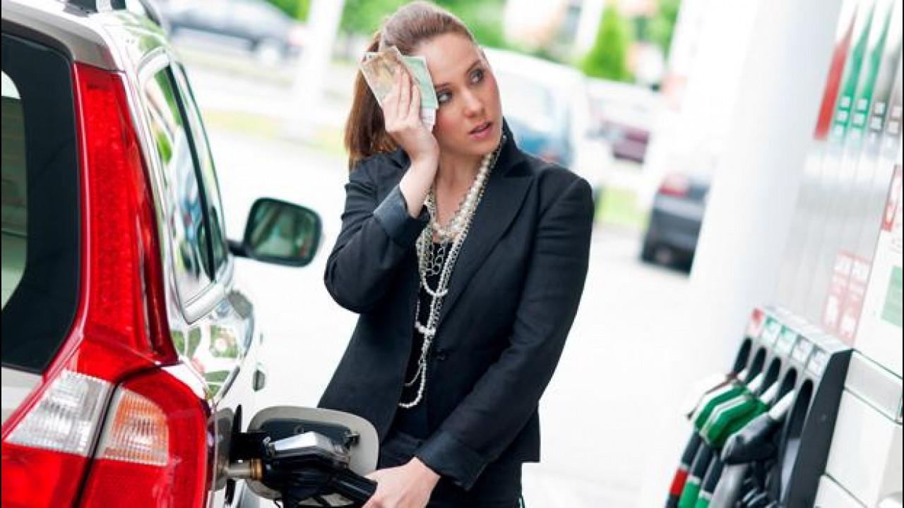 [Copertina] - Prezzi dei carburanti, fino al 2021 rincari di +12-14 cent/litro