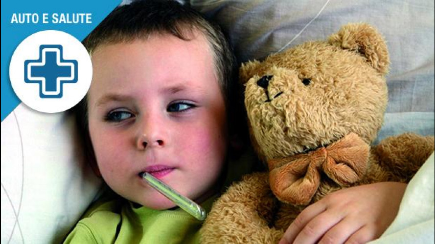 Bimbi in auto, sei trucchi per prevenire l'influenza