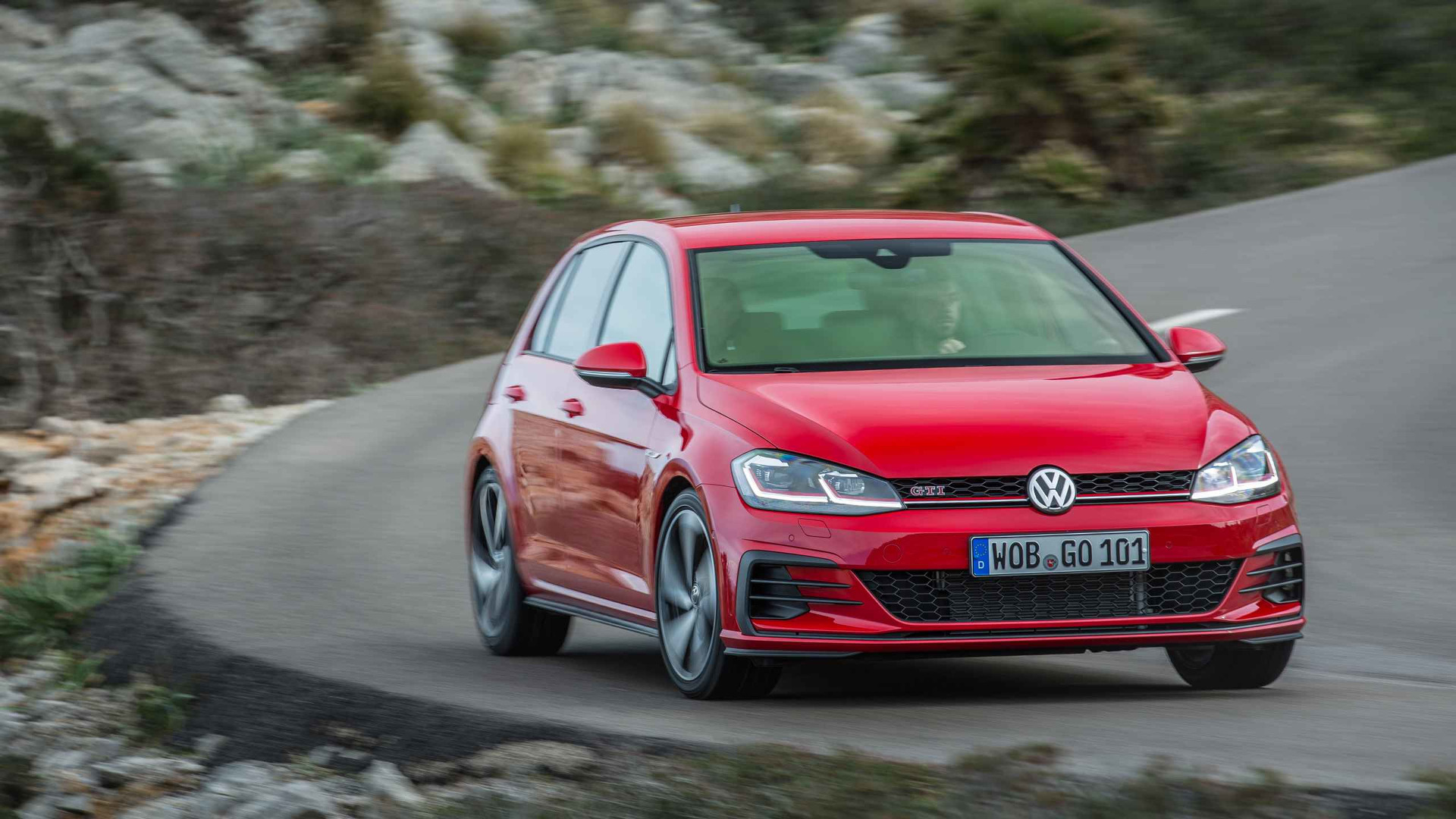 Volkswagen Golf GTI vs R: Which Should You Buy?