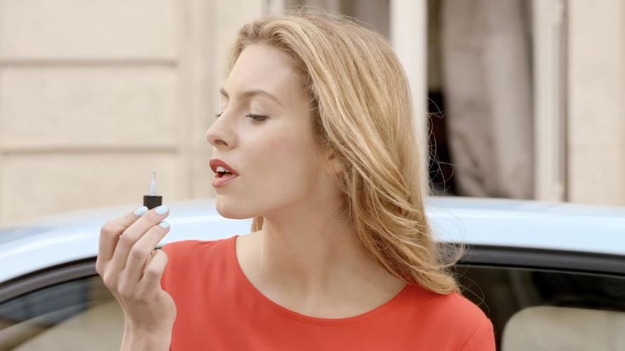 Renault pense aux femmes et présente son vernis à ongles