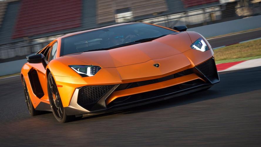Rendőrautó gyorsult Lamborghinivel egy amerikai autópályán
