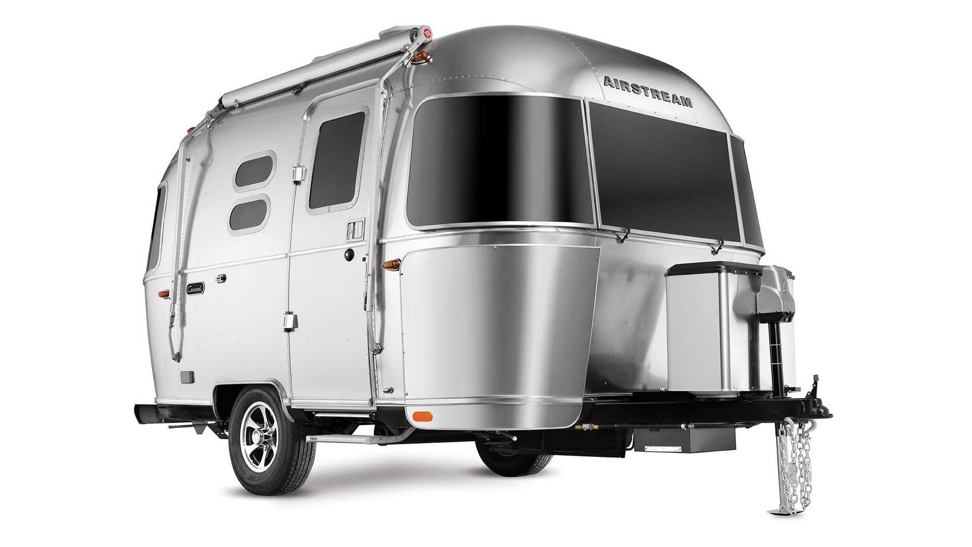 Airstream Travel Trailer >> Airstream Revives Classic Bambi Caravel Names For New Travel Trailers