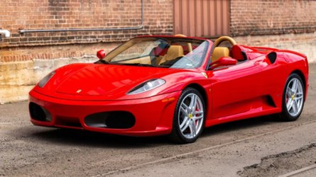 Ferrari f430 spider comes with a gated manual