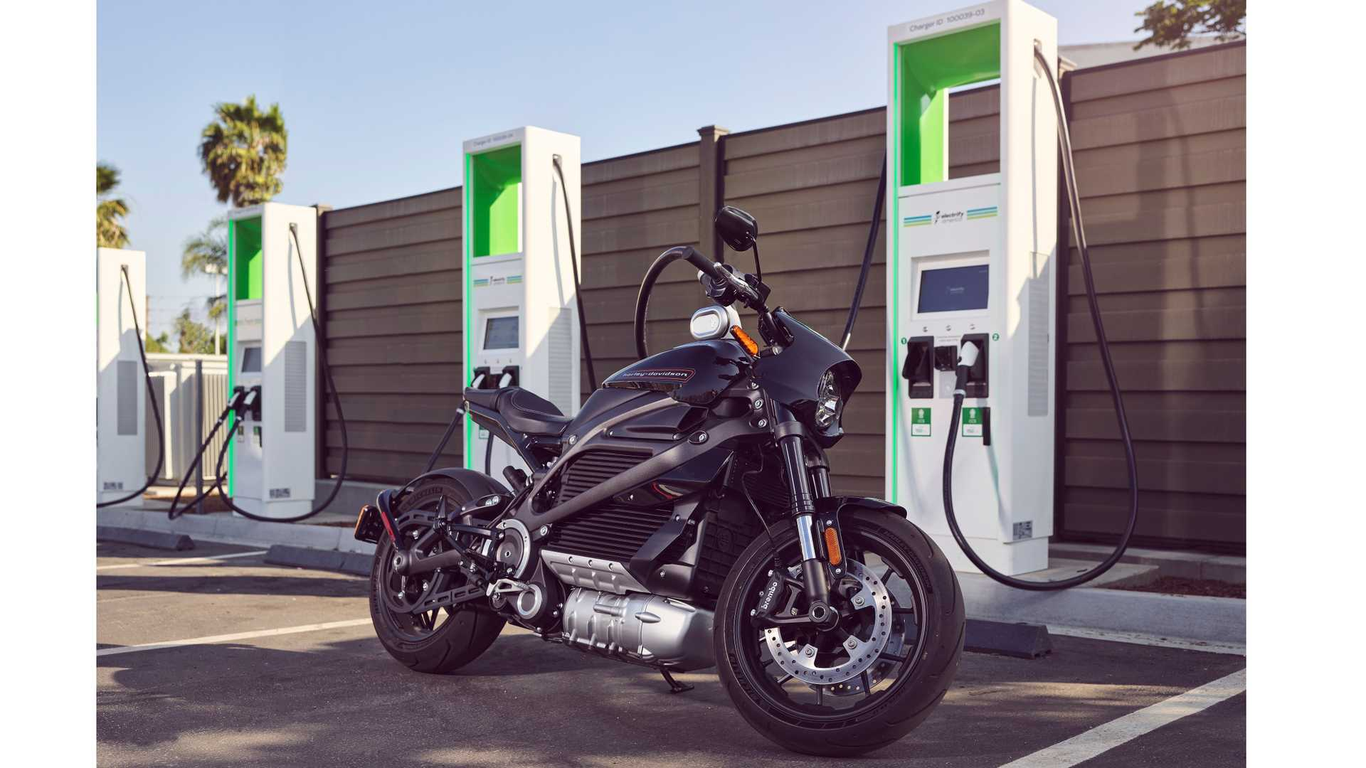 Harley-Davidson LiveWire Electrify America'da şarj oluyor