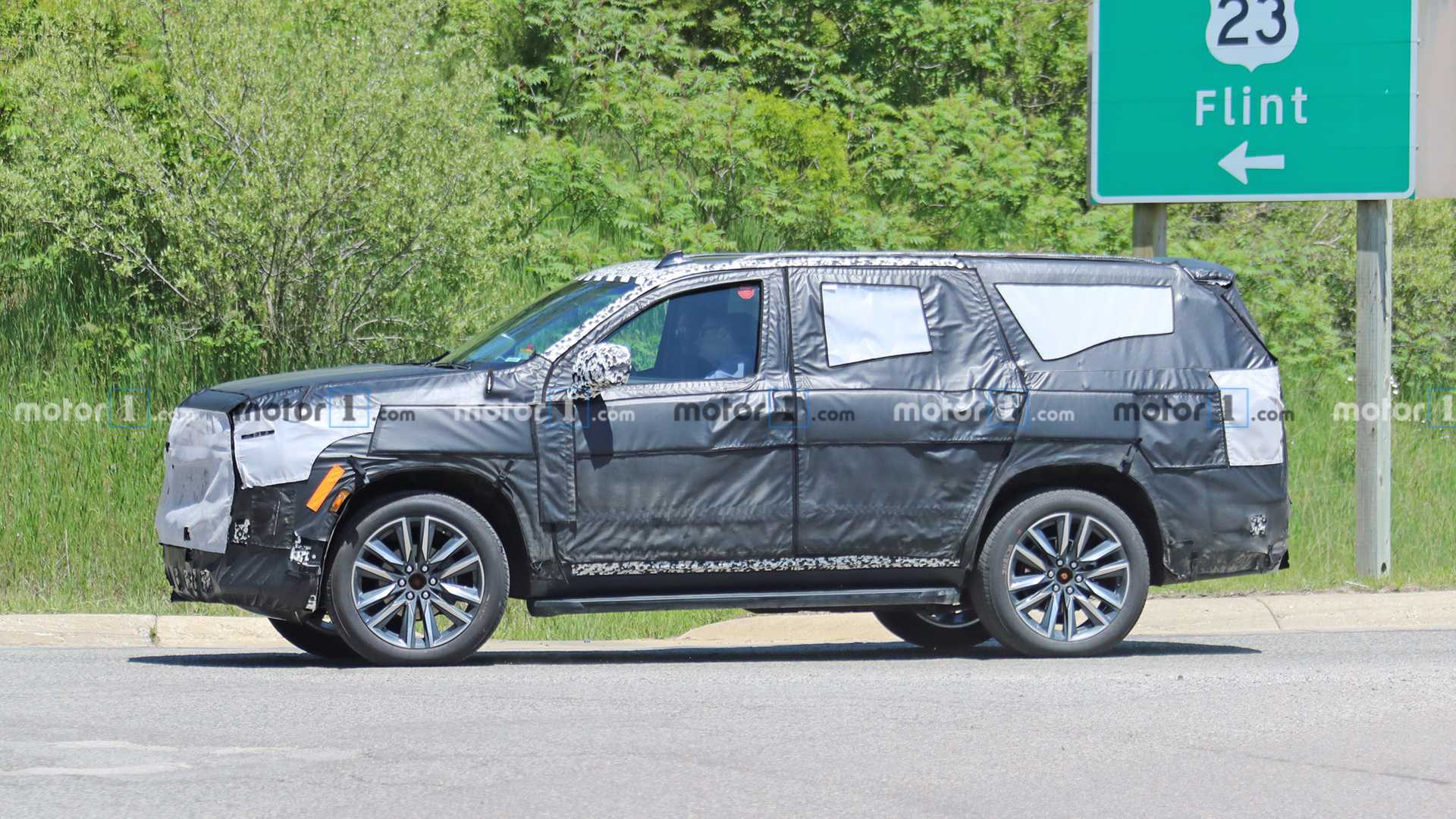 2020 - [Cadillac] Escalade V 2021-cadillac-escalade-spy-photo