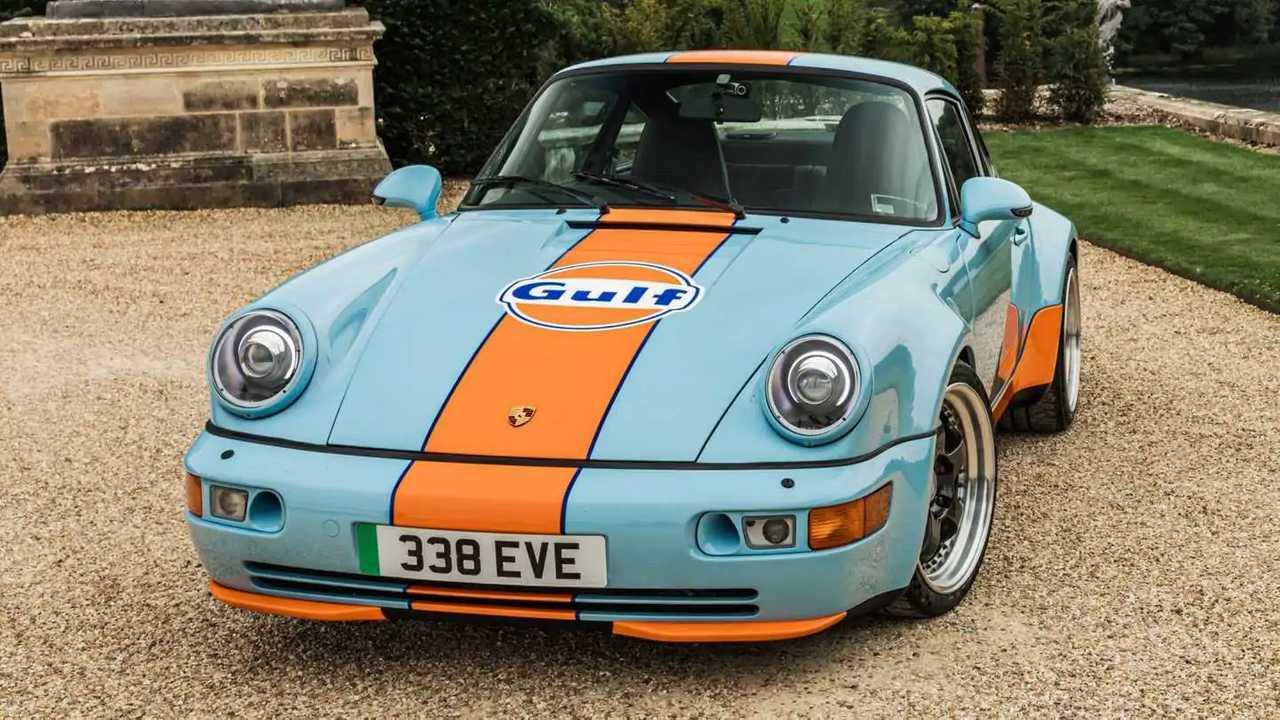 Everrati Porsche 911 964 eléctrico con decoración Gulf