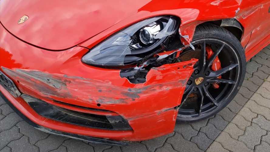 Ezt még nézni is rossz: ennek a meggyötört Porsche Cayman GTS-nek csak a javítása lenne 35 millió forint