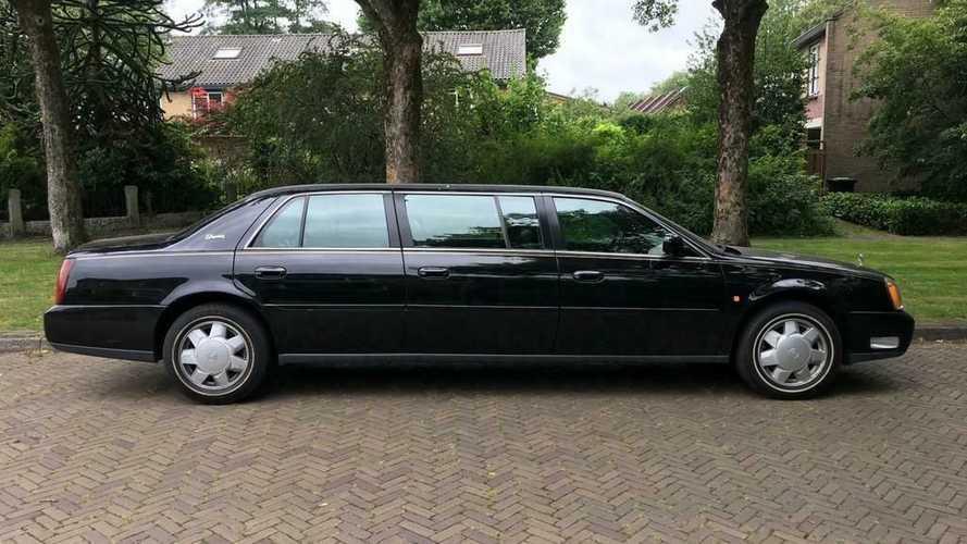 Üç sıralı ve altı kapılı Cadillac De Ville Limuzin satışa çıktı