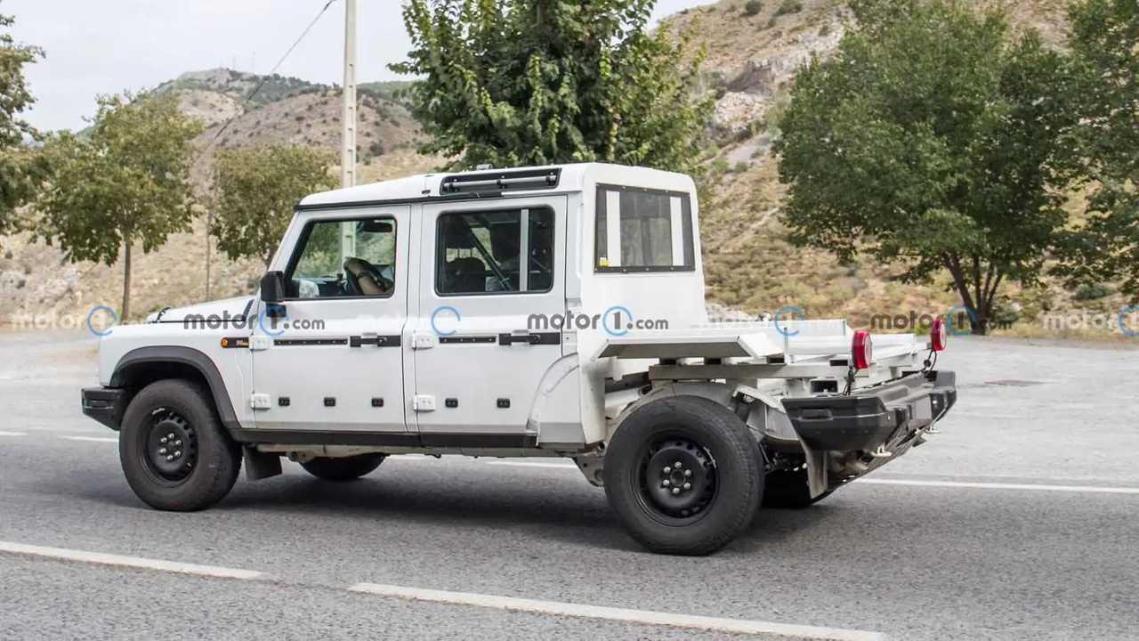 Ineos Grenadier prototipe sedang melakukan pengujian jalanan.