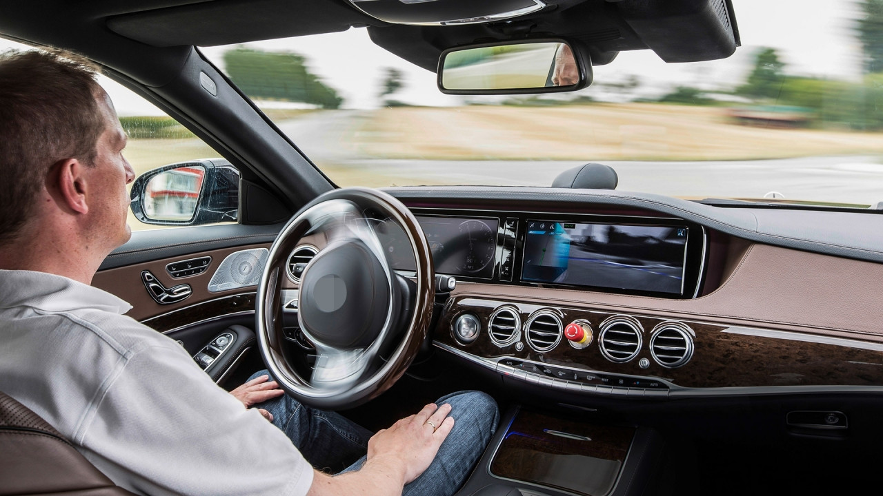 [Copertina] - Guida autonoma, in Germania le prime regole