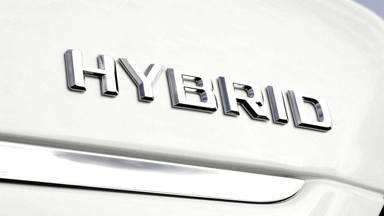 [Copertina] - Per 1 italiano su 3 la prossima auto sarà ibrida o elettrica