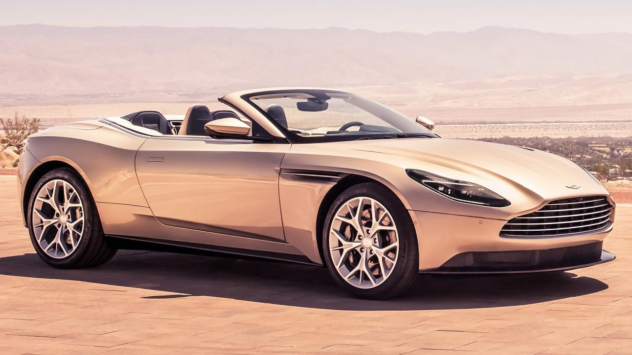 [Copertina] - Aston Martin DB11 Volante, perde il tetto, ma non la verve
