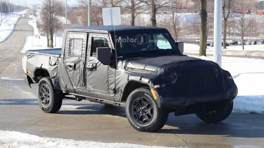 Jeep Scrambler FCA merkezi yakınlarında objektiflere takıldı