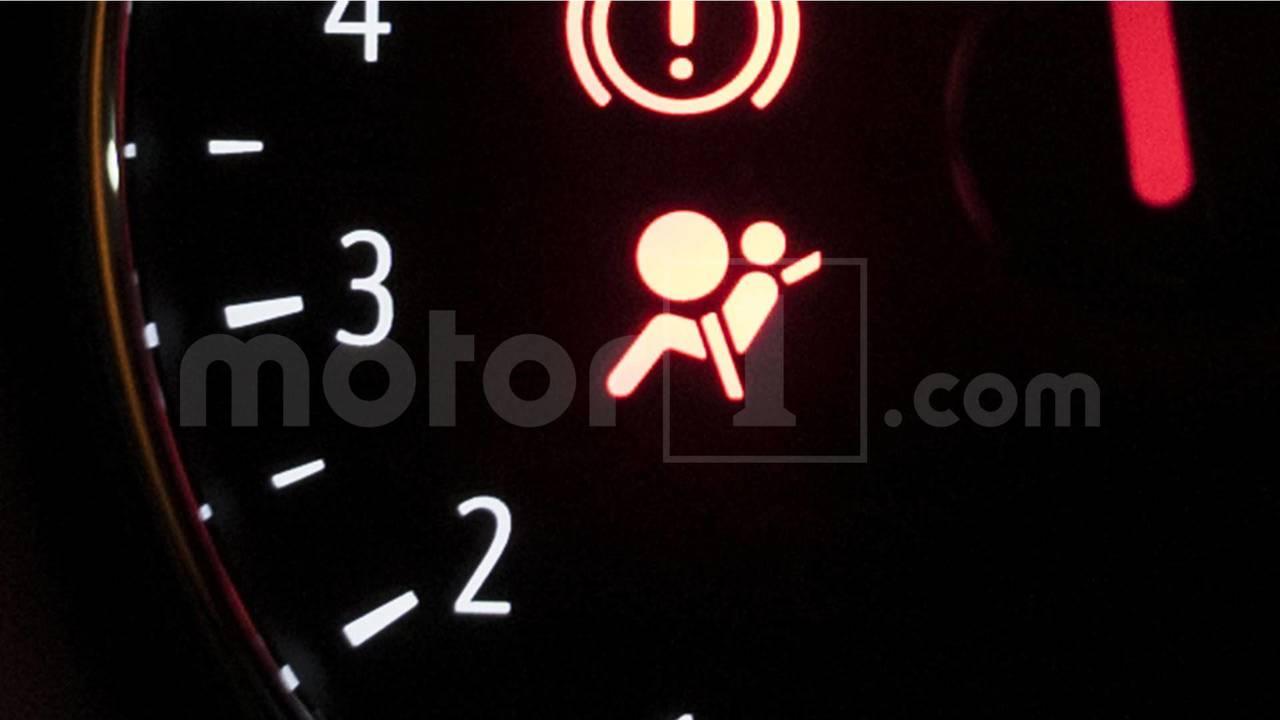 Testigo del airbag y el pretensor de cinturones
