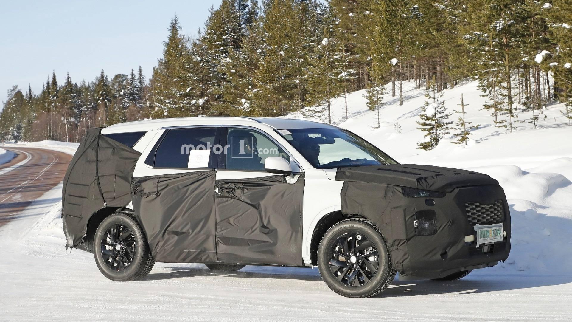 8 Passenger Suv >> 8 Seat Hyundai Suv Makes 18 Inch Wheels Look Small In Spy Shots