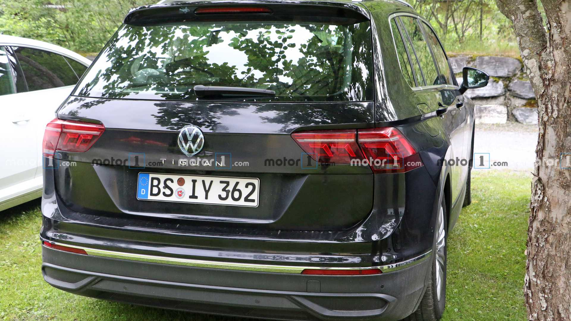 2020 - [Volkswagen] Tiguan II restylé  - Page 2 2021-vw-tiguan-facelift-spy-photo