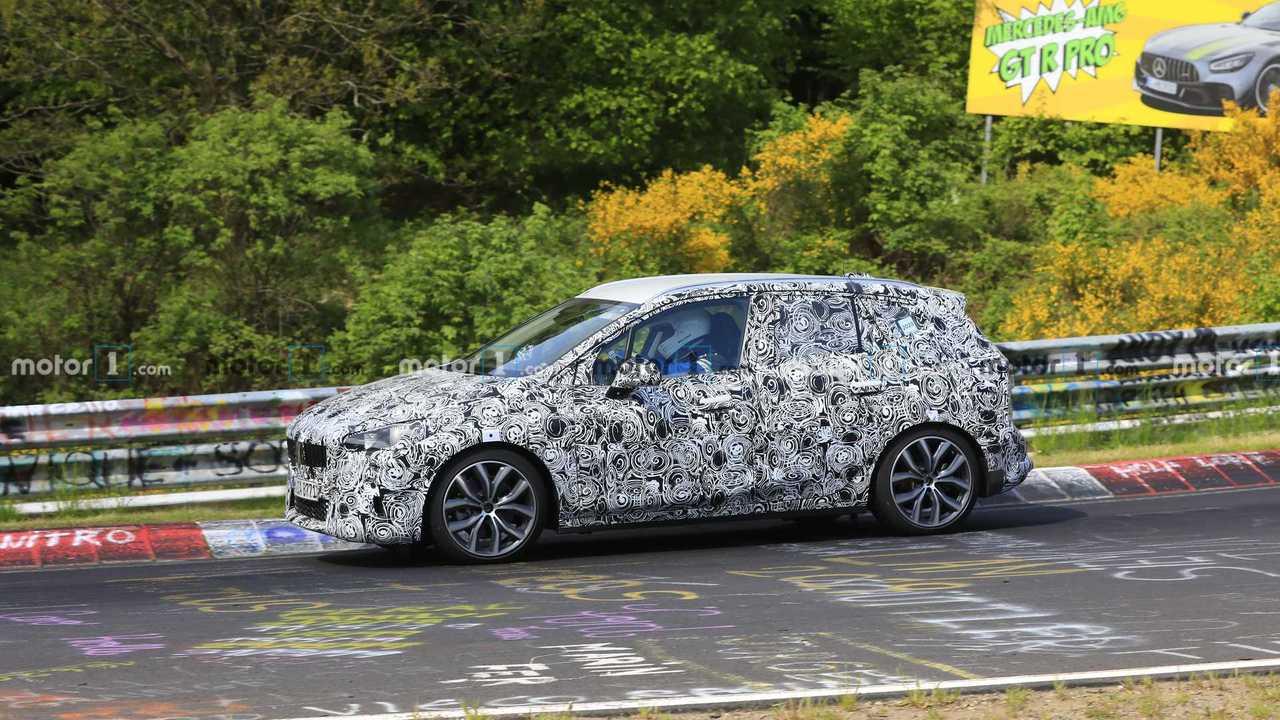 Шпионские фото нового BMW 2-й серии Active Tourer на Нюрбургринге