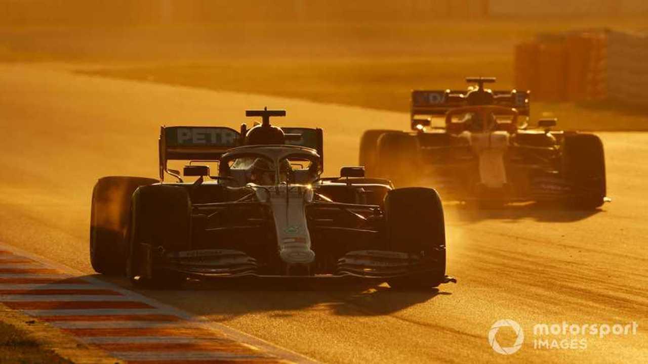 Lewis Hamilton leads Carlos Sainz in Barcelona 2020